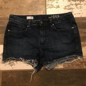GAP 29T (8 tall) slim cut-off denim shorts
